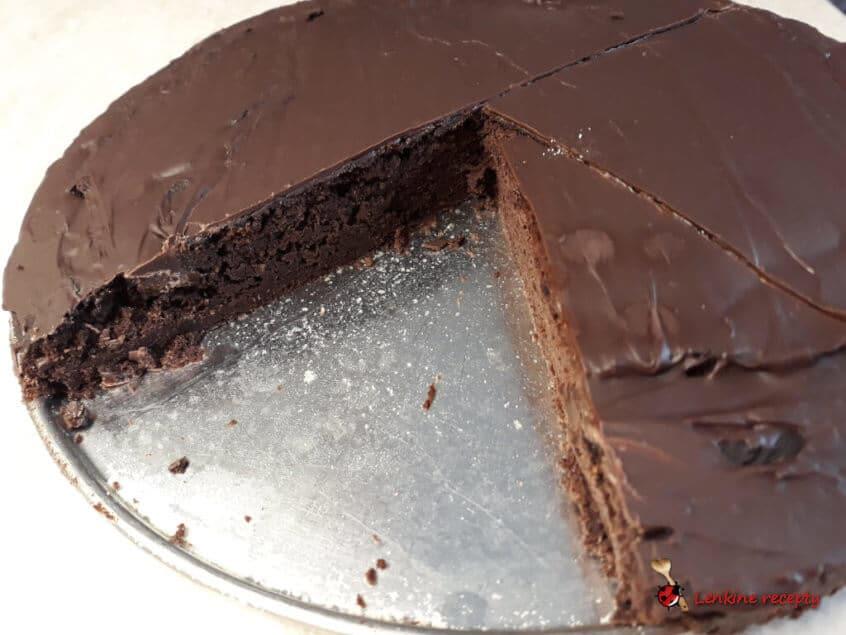 falošný čokoládový koláč z červenej fazule